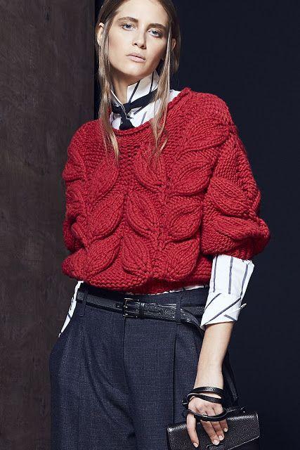 свитер с листьями спицами схема