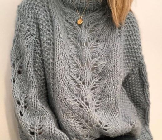 вязаный свитер спицами описание