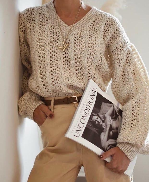 Пуловер с v-образным вырезом спицами